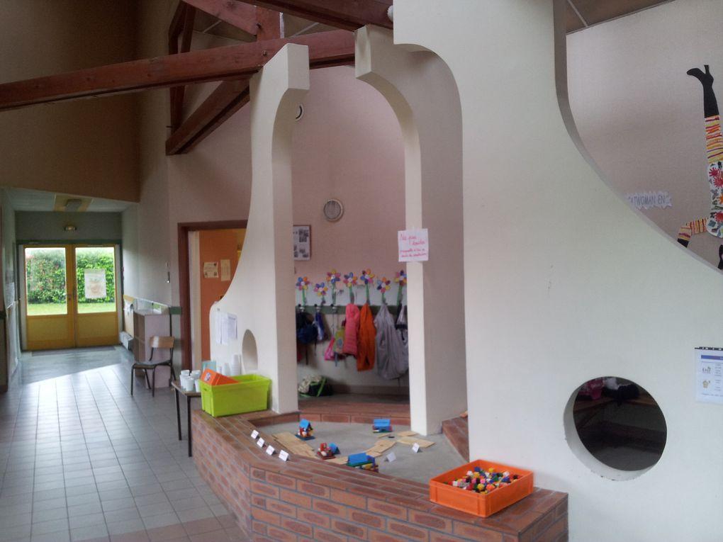 PS-MS : Changement de décors dans le hall d'entrée de la maternelle