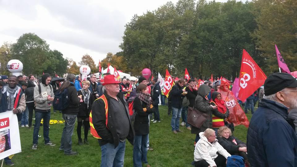 Rassemblement à Amiens à côté du palais de justice