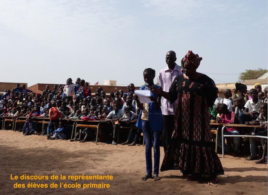Les Écoliens dans une école primaire de Mbour, 19 février 2015