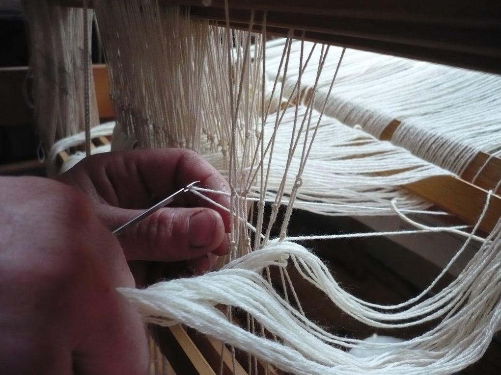 Métier à cadres : double nappe de chaîne, dentelle tissée, création libre.