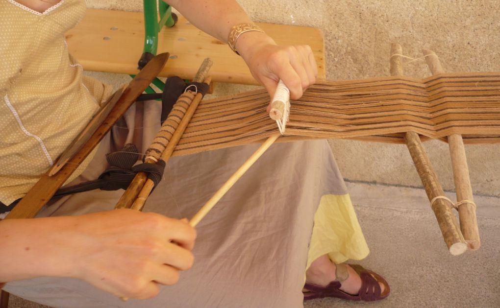 Tissage au doigt, sprang, métier à ceinture, métier à pesons, métier en carton, filage...