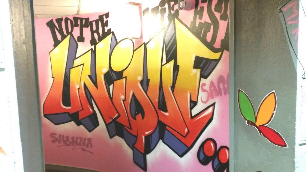 atelier graf avec 6 jeunes dans les couloirs des locaux de la Sauvegarde de l'enfance à St Chamond (42)