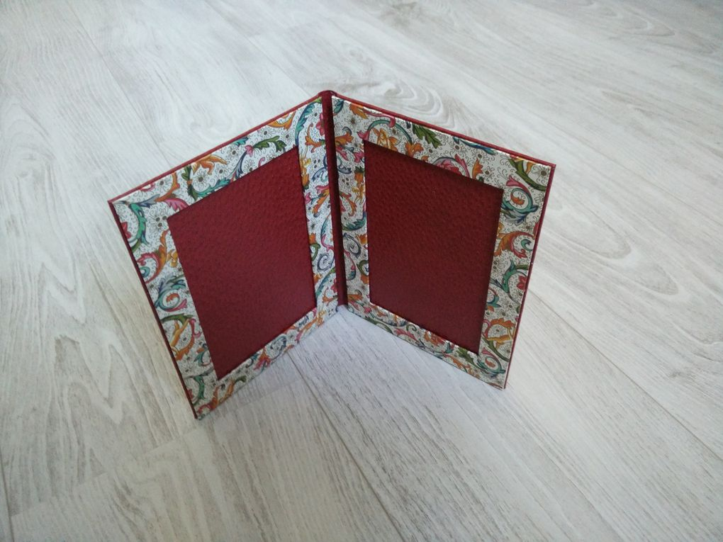 Couverture skivertex, intérieur (cadre) papier.