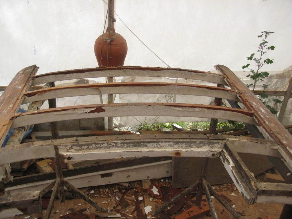 Démontage du contre plaqué et décapage de la structure.