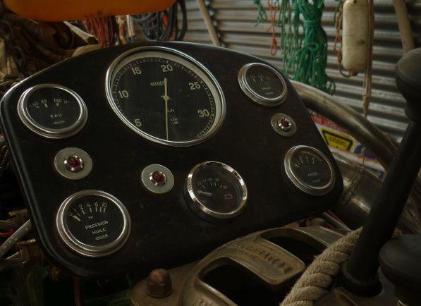 Câblage du moteur, chemins de câbles, instrumentation, alarmes, démarreur, préchauffage, alternateur