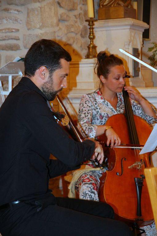 Les musiciens Vincent Penot, Julien Lo Pinto, Julie Chouquer, Gerta Alla, et Monique Martin, présidente de l'association Les Amis de la Plaine