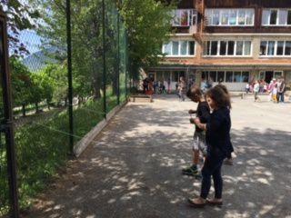 Jeux organisés par les enfants , les enseignants et les parents d'élèves