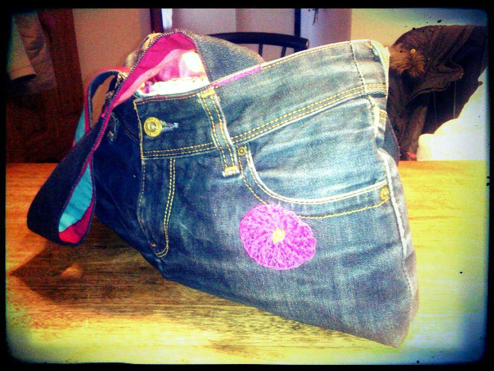 Florence voulait un sac en jean donc je m'y suis collé et elle s'occupe de le customiser après