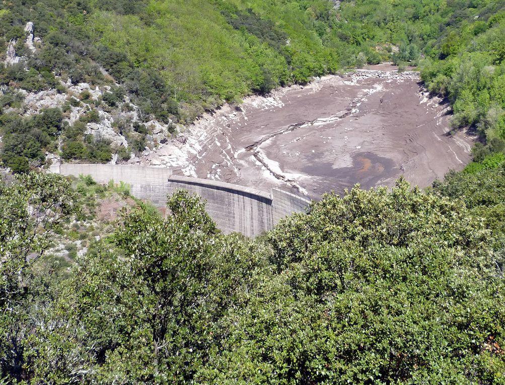 aucun éclat de ciment. ce barrage était en parfait état