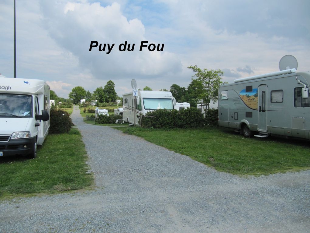 Aire de service camping car for Camping puy du fou piscine