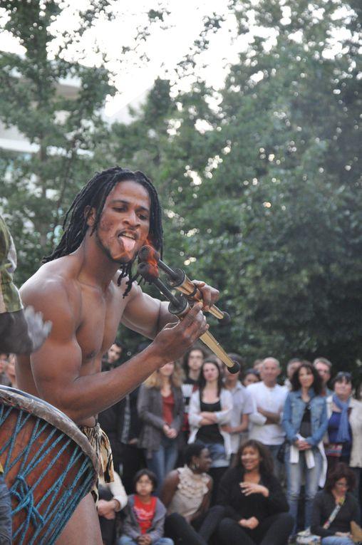 Djembé Sacré, animations chants danses et percussions d'Afrique. Spectacles en extérieurs. Djembé, Dunduns, danses et chants. Poitiers
