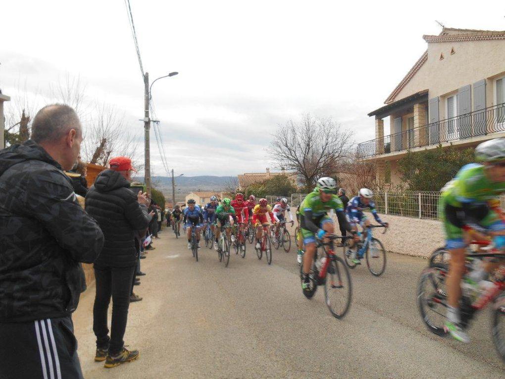 """On voit au plus près les coureurs qui passent """"presque"""" doucement devant nous à 5 reprises..."""