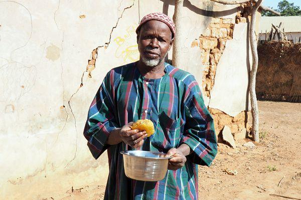 Djambala Konaté, chef du village de Kourientine, grand amateur de miel &#x3B;-)