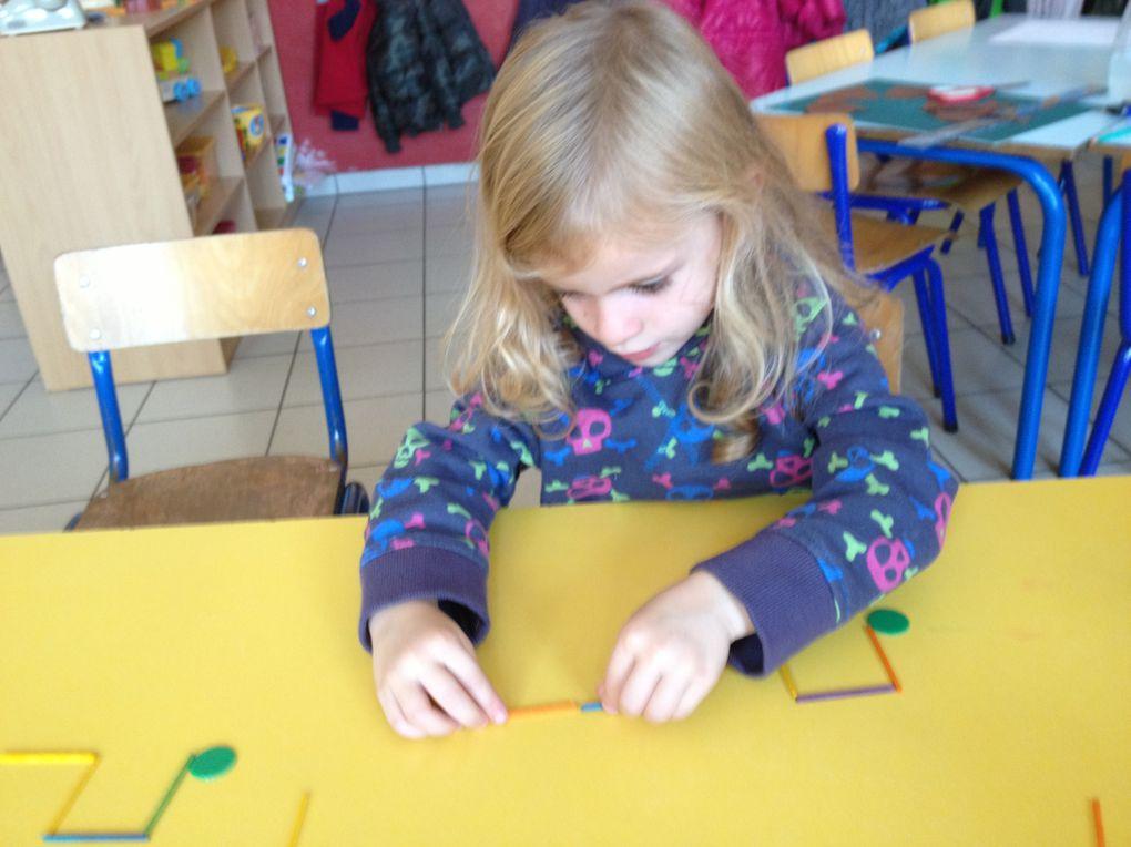 Ateliers créneaux, nous essayons de réaliser des créneaux avec de petits morceaux de bois. On commence au point vert. Ce n'était pas facile &#x3B;o)