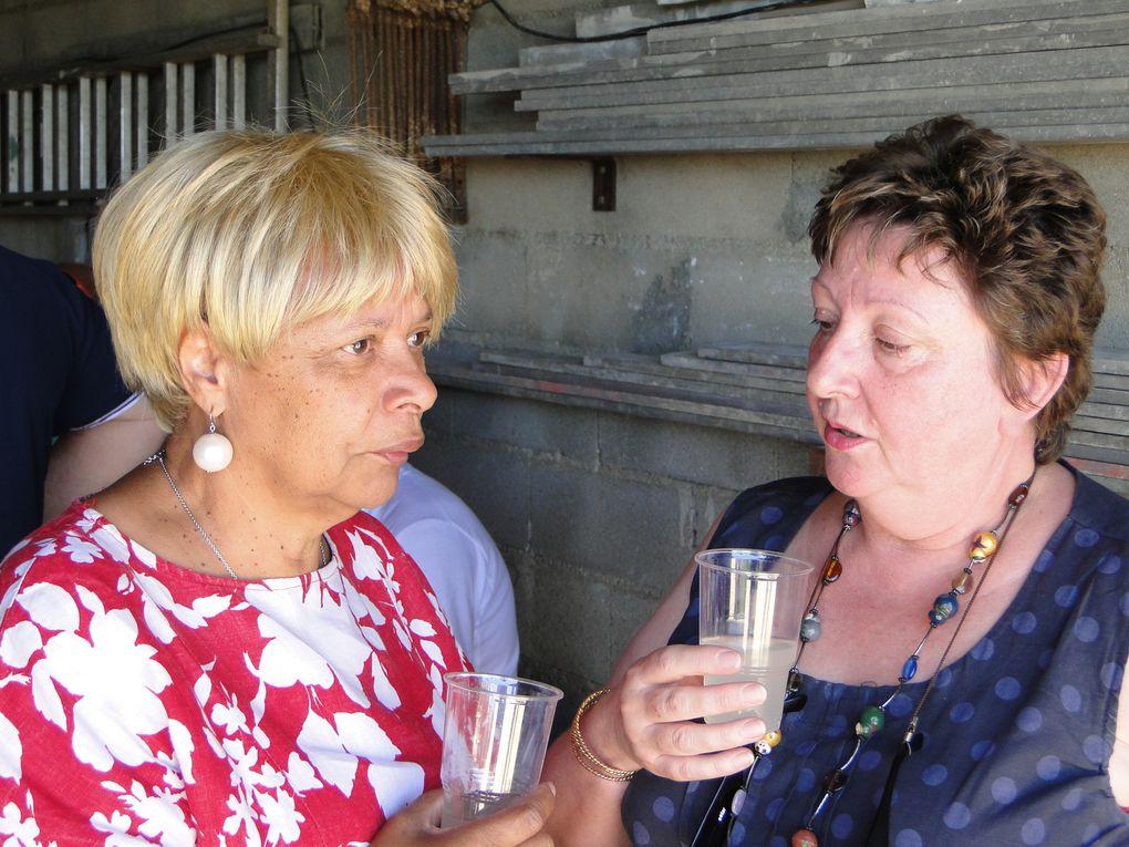 Soleil, délicieux repas et pétanque: Ingrédients d'une formidable journée. Merci à Ginette et Bernard.