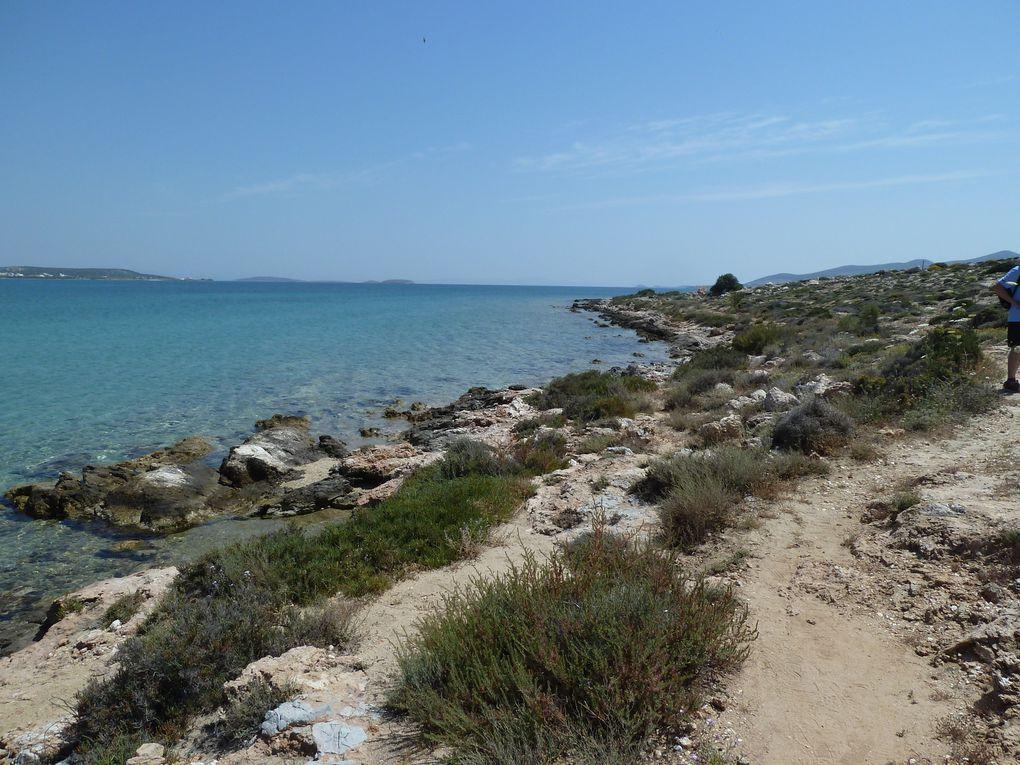 Pris par le temps, tenus pas les horaires du bac, nous n'avons pas pu découvrir d'autres endroits, nous tentons une petite promenade au sud du village, vers la baie de Psaraliki.