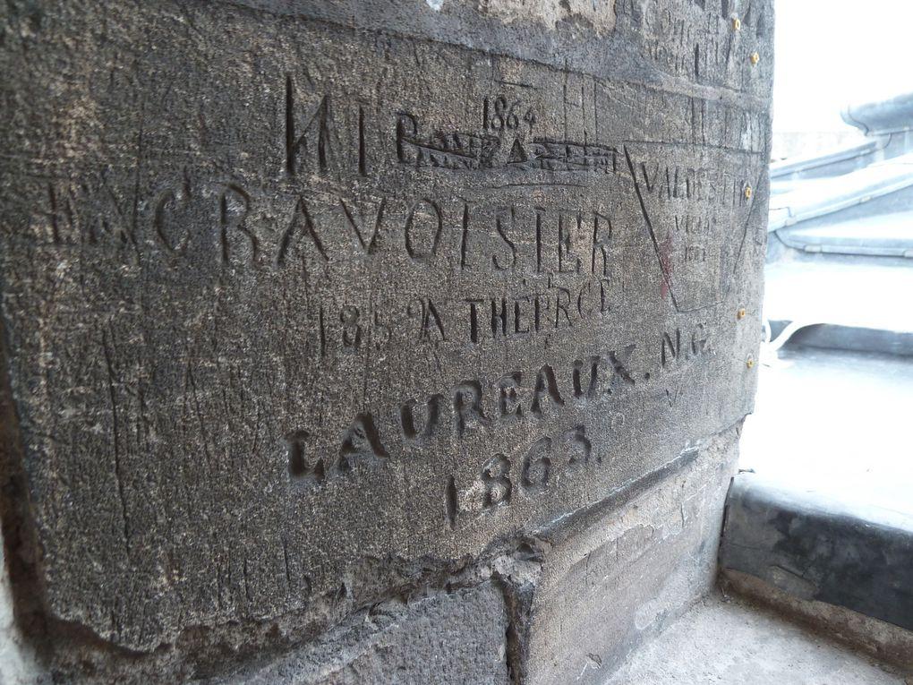 Nous voici au terme de notre ascension, témoignages émouvants des ouvriers qui ont laissé leurs traces sur les murs.
