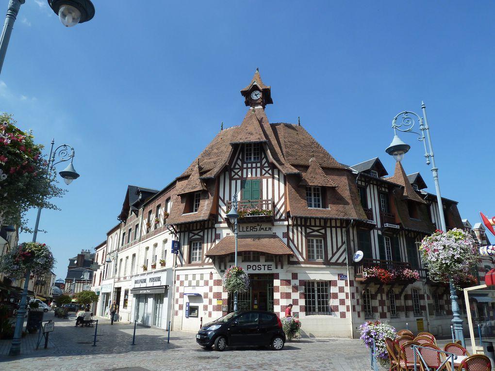 Arrivés à Villers-sur-Mer, nous sommes allés à l'Office du Tourisme pour demander s'il n'existait pas des bus pour revenir à Trouville. C'est ce que nous avons fait...