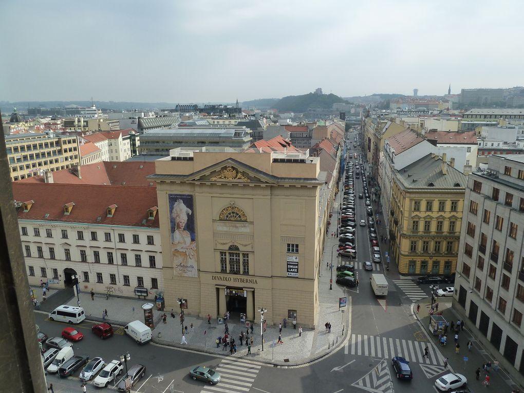 L'intérieur de la Tour et la vue magnifique de la ville.
