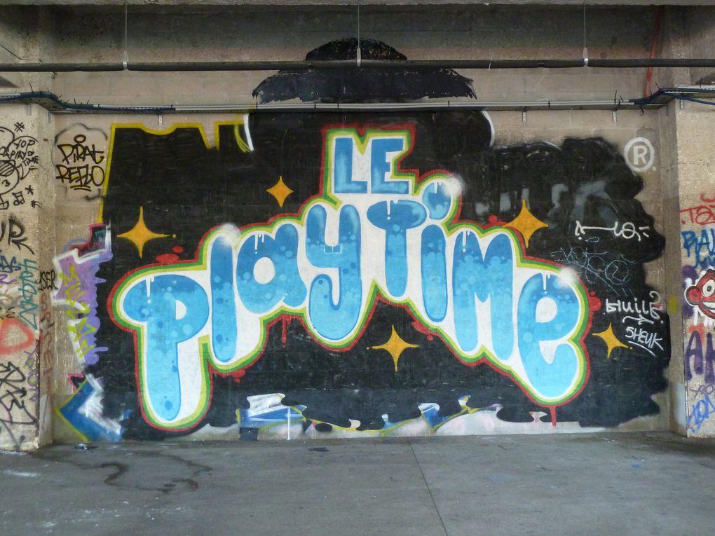 Notre itinéraire ne varie pas beaucoup, nous partons toujours par les quais de Seine, sous les Docks de la Cité de la Mode, des artistes graffeurs peuvent donner libre court à leur art...