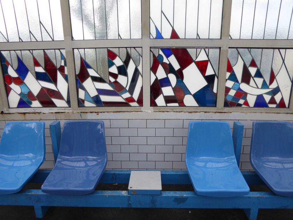 ... par le métro, station Jaurès - ligne 2 - dont j'aime beaucoup les vitraux/drapeaux.