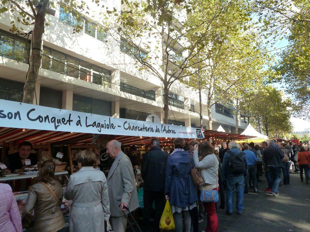 Le parc de Bercy, le jardin Yitzhak Rabin et le marché du terroir auvergnat avec dégustation de saucisse aligot.