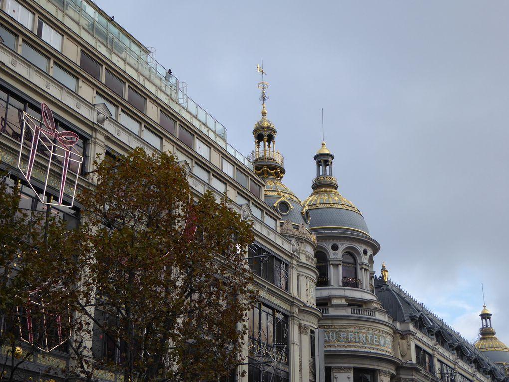 Vue sur Paris depuis la terrasse du Printemps. Opéra, Sacré-Cœur ....