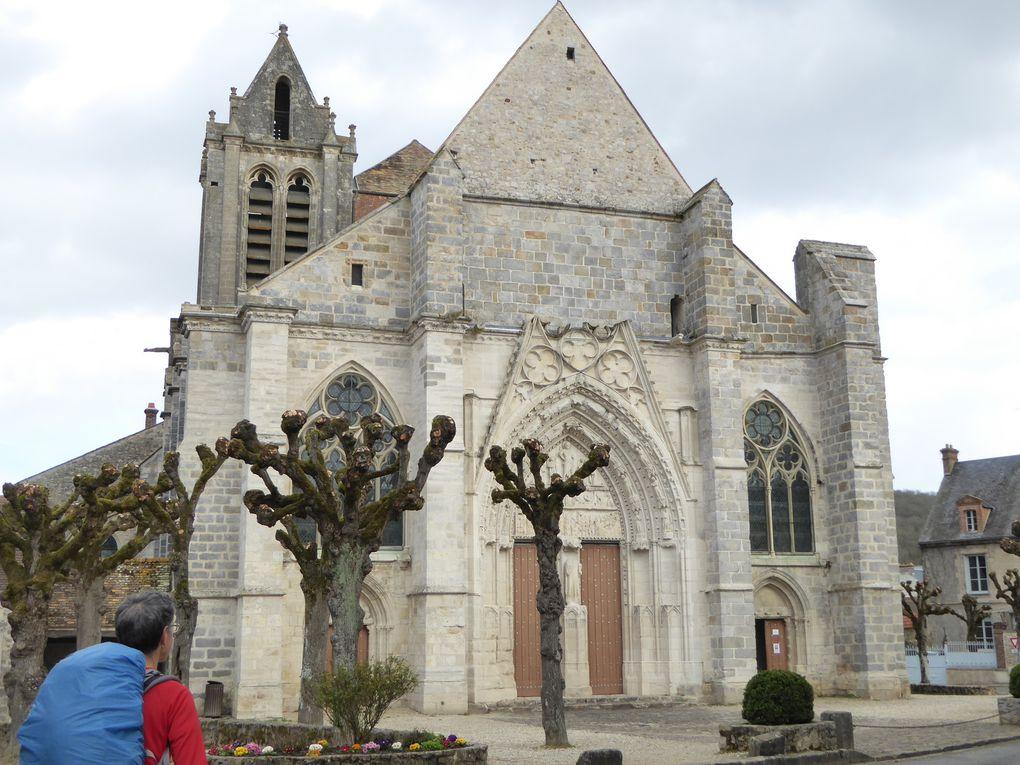 Nous découvrons l'église Saint-Sulpice de Favières....