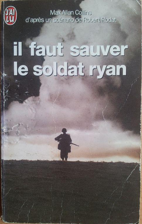 La VHS et le DVD du film - Le beau-livre et le roman.