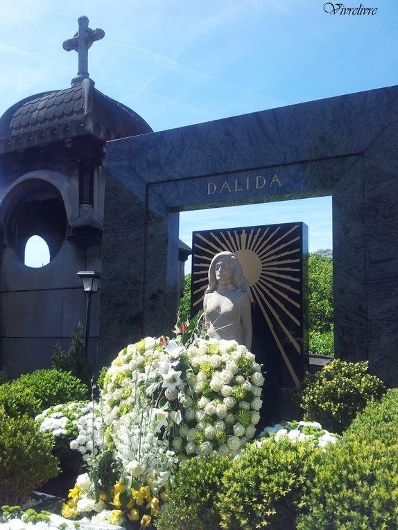 Tombe de Dalida, avec une statue grandeur nature.