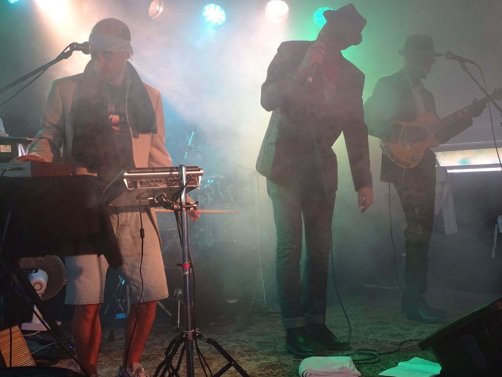 """À l'intérieur, ambiance """"sauna reggae live"""""""