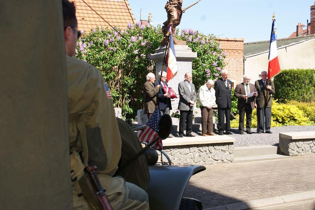Présence au Monument,Discours de Mr Le Maire et remise de médailles
