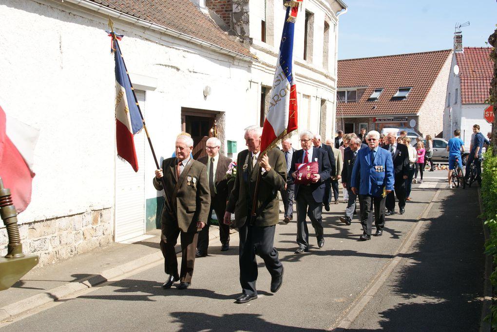 Un honneur d'accompagner Monsieur René Albert RANVASE Vétéran de 39/45. Départ de la Mairie vers le Monument aux Morts