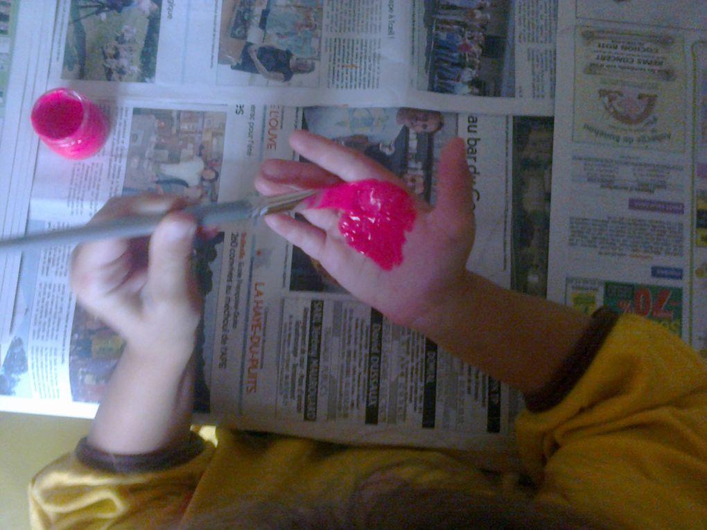 Flamant rose empreinte de main