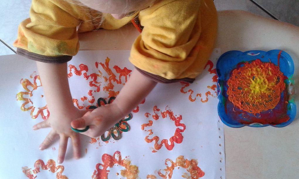 Activité peinture avec un panier de cornichons