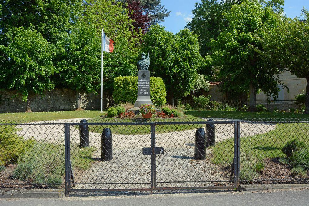 Le monument en 2014, les obus de l'entrée ont été enlevés. Cliquez sur les photos.