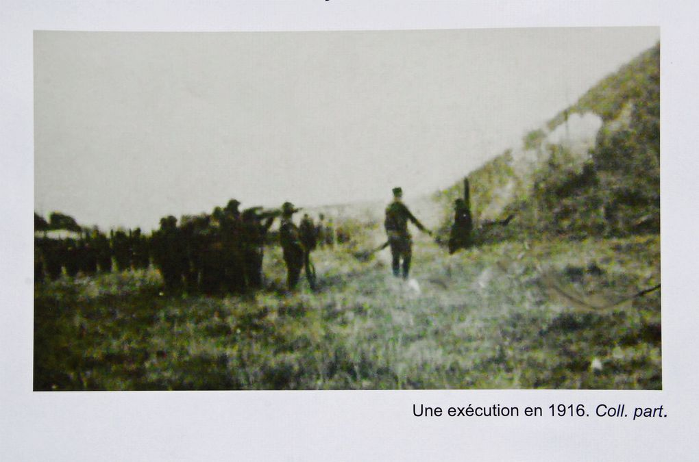 Panneau explicatif placé sur la grille d'entrée du château de Roucy. Cliquez sur les photos