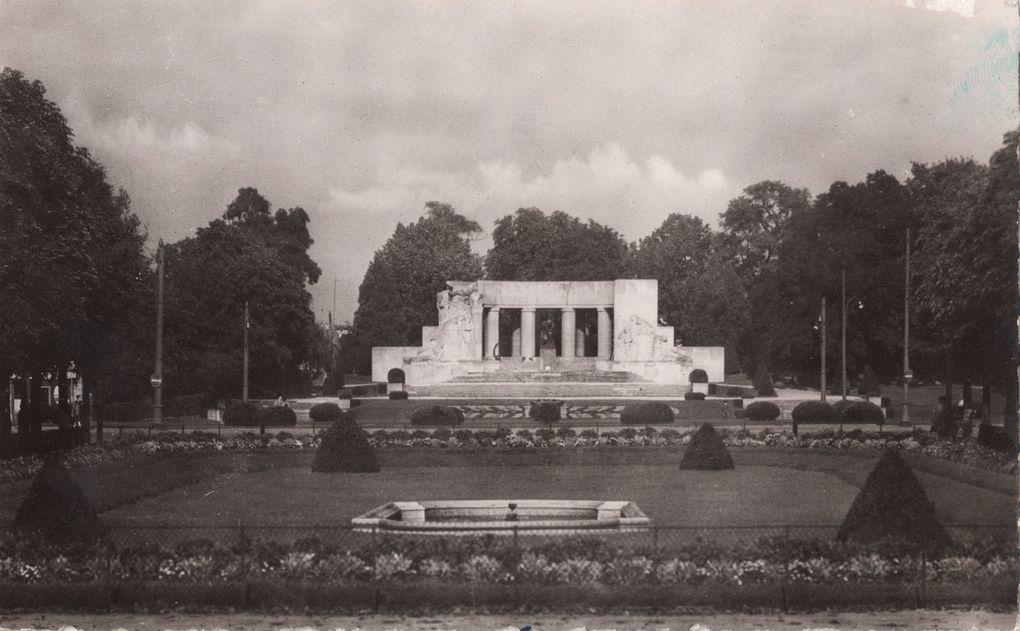 Quelques cartes postales : avant la Deuxième Guerre Mondiale, en 1944 et après guerre (cliquez sur les photos) :