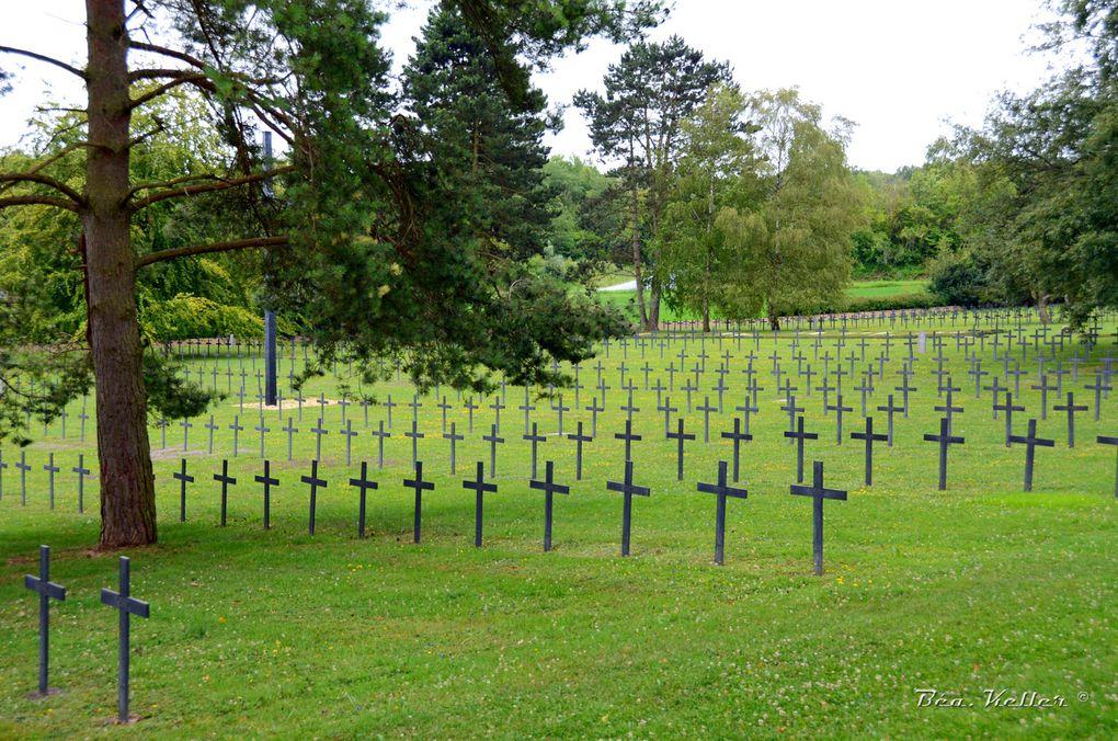 Le cimetière, cliquez sur les photos.