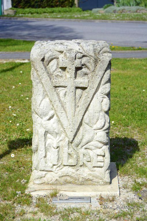 La stèle de la 2ème Guerre Mondiale. Cliquez sur les photos.
