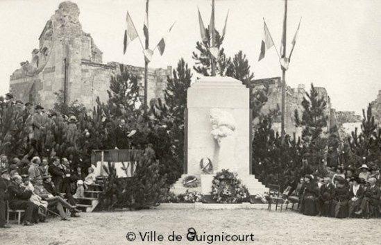 Photo de l'inauguration (© Ville de Guignicourt) et des cartes postales. Cliquez dessus.