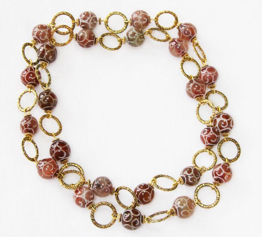 Sautoir perles d'agate rouge gravée et liens dorés