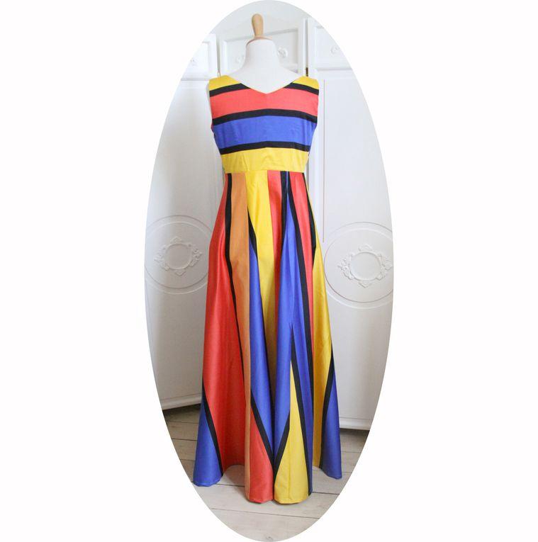 Robe longue et évasée en satin de coton a larges rayures colorées