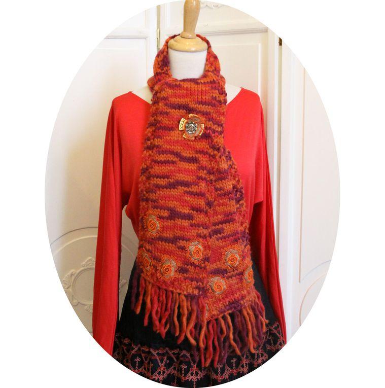 Echarpe en pure laine douce, tons corail, orange et violet