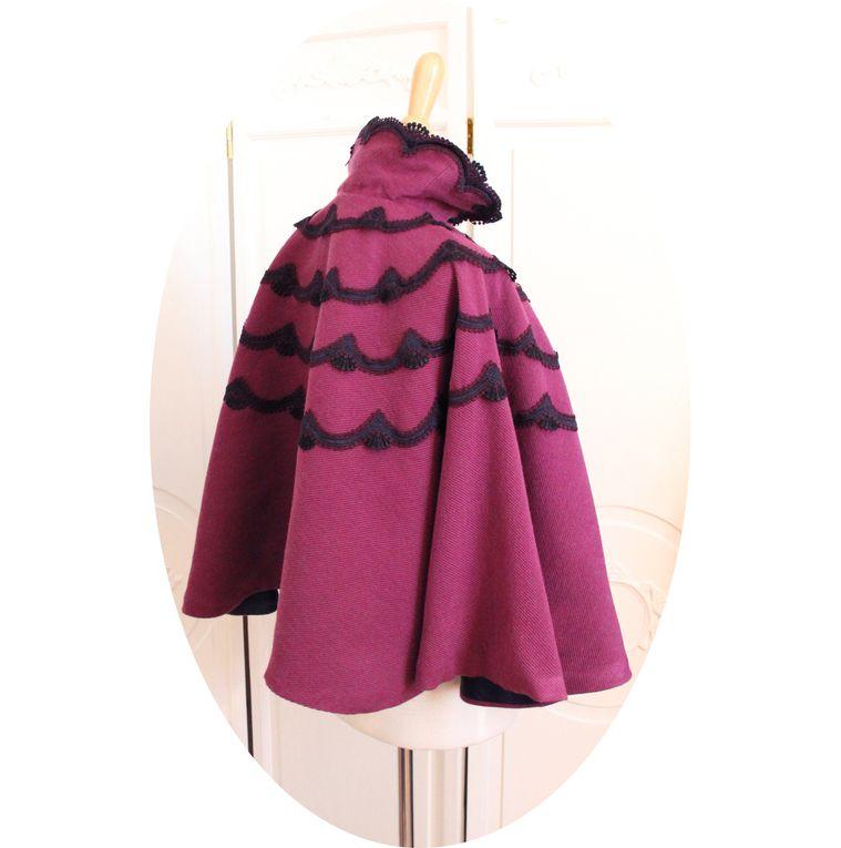 Cape Victorienne en laine violet et guipure mauve,marine et noire