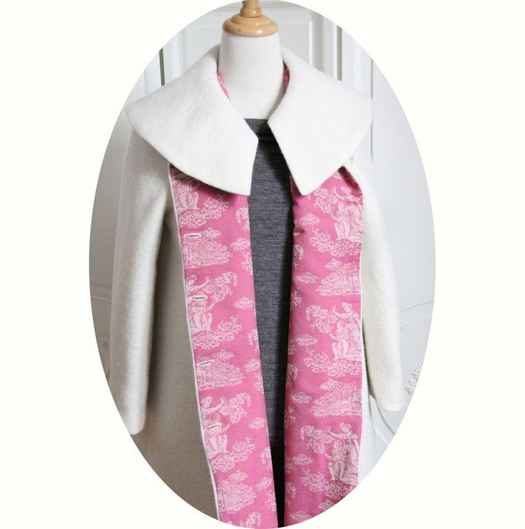 Manteau trapeze en laine écrue et doublure toile de Jouy