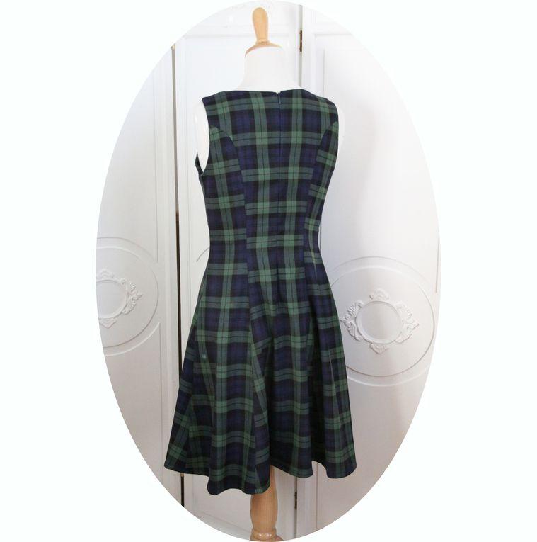 Robe écossaise bleu marine et vert, courte et évasée