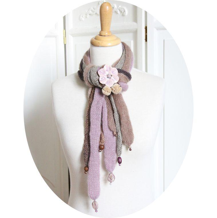 Echarpe multirangs, coloris parme, gris, violine, brun, modèle déposé, version bouton céramique