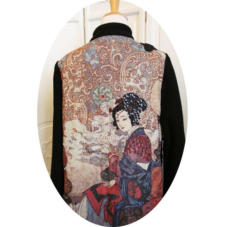 Manteau trapeze &quot&#x3B;Geisha&quot&#x3B; en laine bouillie noire et lin imprimé et perlé