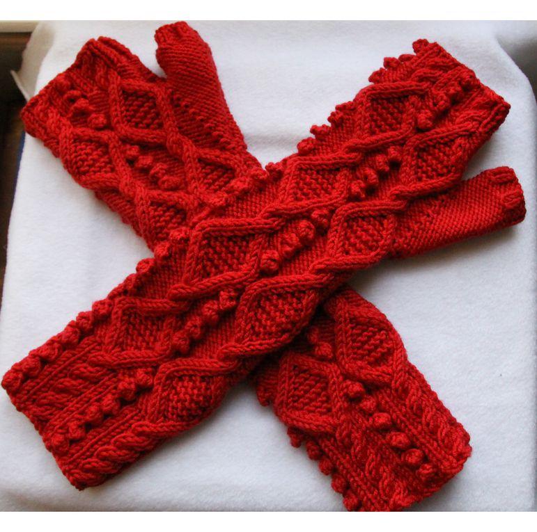 Mitaines longues et laine merinos rouge motif irlandais